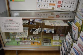 インスリン注射関連器材、自己血糖測定機、低血糖対策・予防食品などを展示しています。。