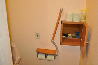 尿検査:スルーボックスより直接検査室へ出せます。